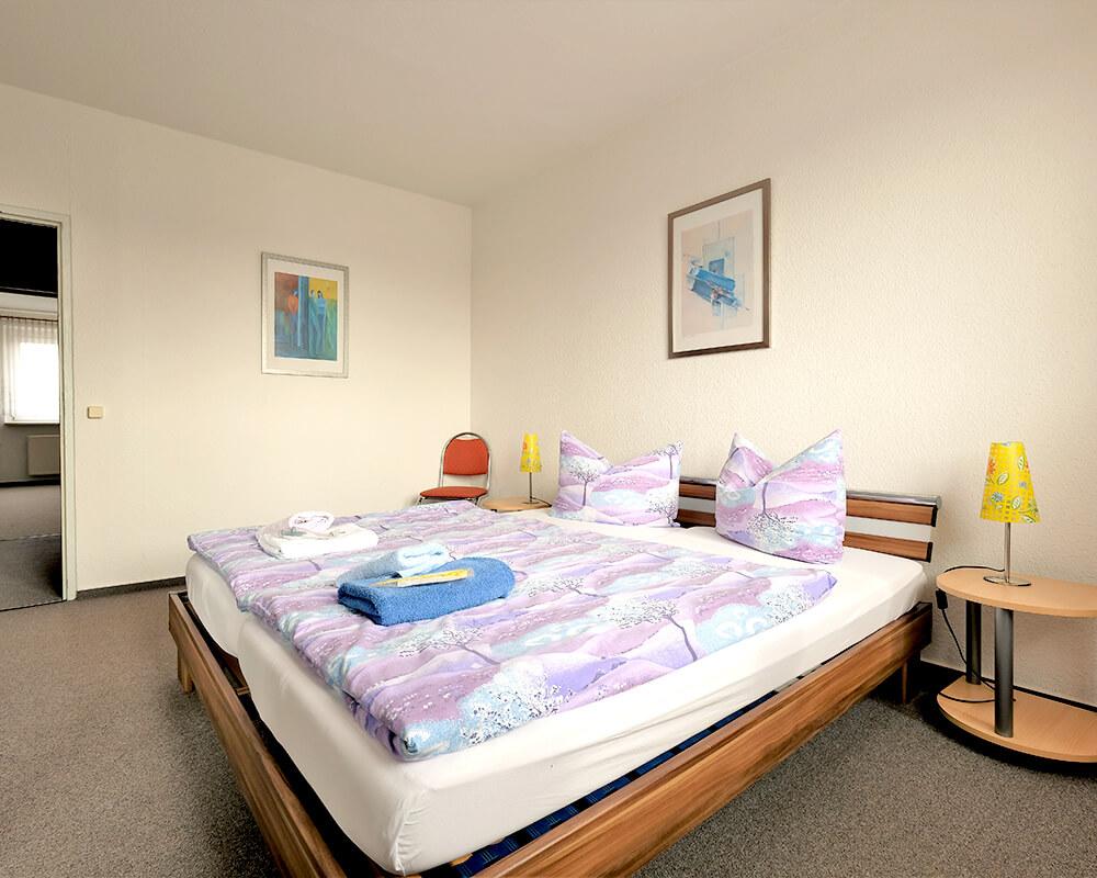 Schlafzimmer der Gästewohnung in der Schulstraße